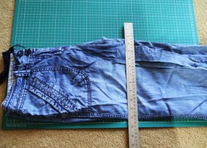 Upcycling jeans – the sewing pinny!
